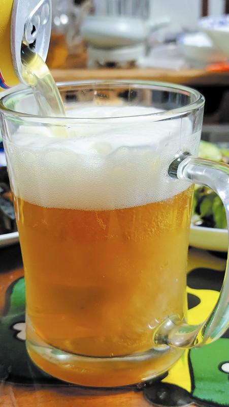 """为什么人们乐于享受啤酒""""苦不拉几""""的味道?"""